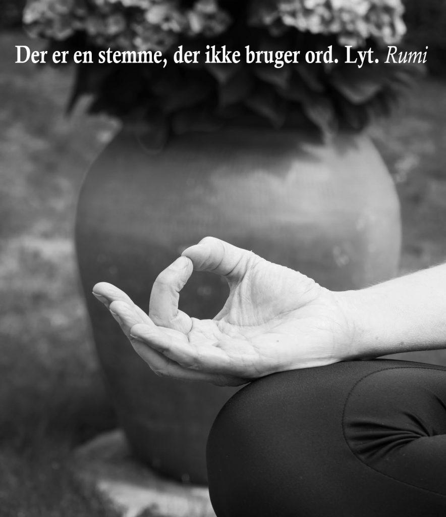 Meditation og yoga ved yogalærer Lotte Voetmann Stevns